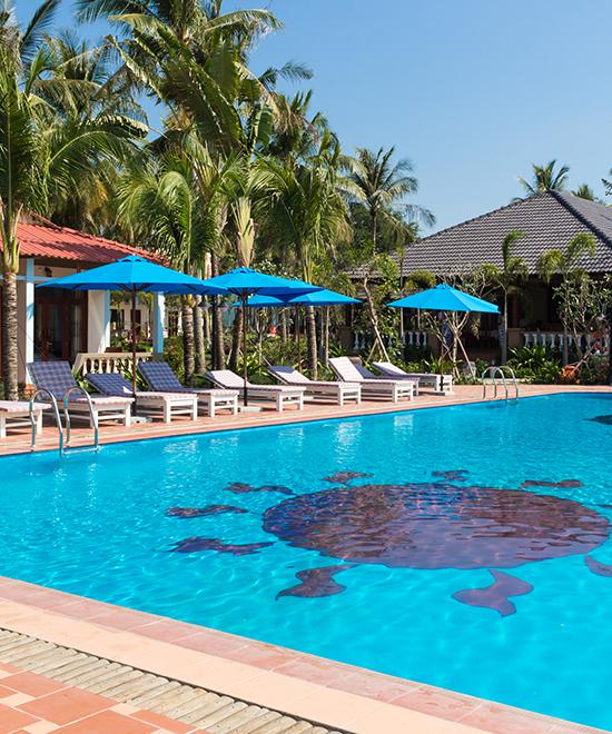 outside-pool-sun